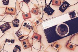 ミニチュアカメラの革小物